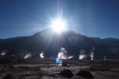 Lever de soleil sur les geysers de Tatio