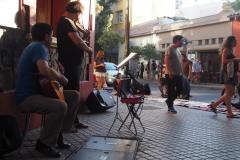 Concert de rue à Lastaria, le quartier bobo