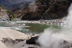 Des geysers au bord de la rivière !
