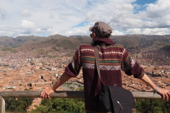 Rem devant la vue depuis le mirador de Sacsayhuaman