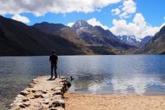 Un homme et un lac