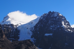 Les nuages arrivent au sommet au Condoriri