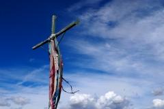 La croix qui domine la ville