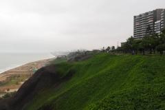 Le front de mer grisâtre