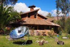 La maison et le four solaire